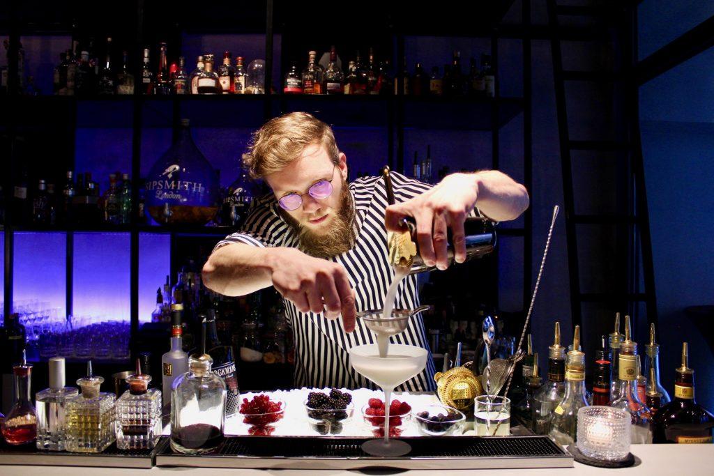 lebonbon restaurant bar mainz brockmans premium gin. Black Bedroom Furniture Sets. Home Design Ideas